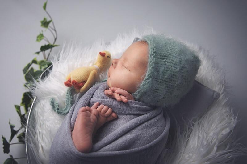 Loren Valette, spécialiste de la photographie nouveaux-nés, ventre rond, mariage, enfants & famille.